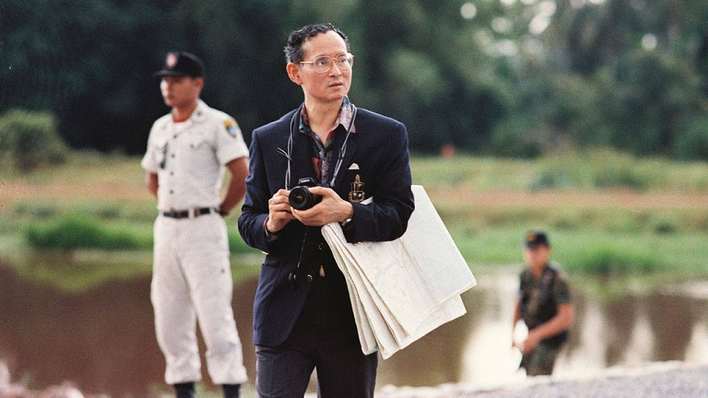"""บันทึกความทรงจำ : เมื่อเพื่อนชาวต่างชาติถามว่า """"ทำไมคนไทยถึงรักในหลวง ?"""""""